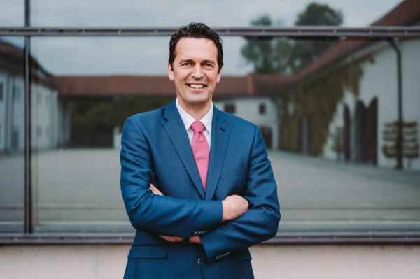 Christian Deckert: Gründer, Gesellschafter und Geschäftsführer von Deckert Consult GmbH